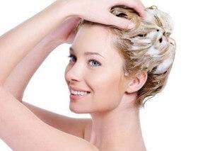 Как мыть голову, чтобы волосы были густыми?