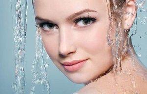 Достоинства и недостатки мицеллярной воды для волос