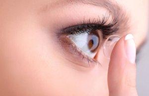 наращивание ресниц и контактные линзы